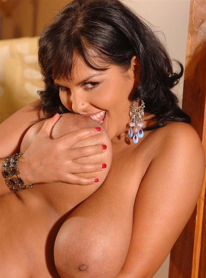 Большие сиськи брюнеток порно фото 67789 фотография