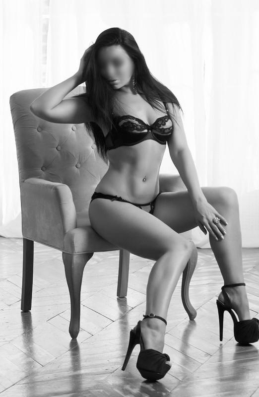 снять проститутку с силиконовой грудью киев